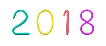 Nahaufnahme bunter Plasticine für Kinderim jahre 2018 Zahl im Konzept des neuen Jahres lokalisiert auf weißem Hintergrund mit Bes Lizenzfreie Stockfotos