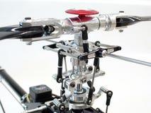 Nahaufnahme CNC-Aluminiumhauptrotorkopf für Radio-kontrollierten Hubschrauber lizenzfreie stockfotografie