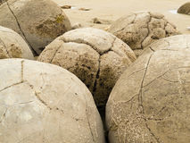 Nahaufnahme der berühmten kugelförmigen Moeraki Fluss-Steine, NZ Stockfoto
