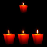 Nahaufnahme der brennenden Kerzen Stockfotos