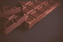 Nahaufnahme der dunklen Schokolade Stockbilder