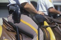 Nahaufnahme der eingehangenen Polizei stockfotografie
