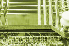 Nahaufnahme der elektronischen Leiterplatte mit Prozessor stockbild