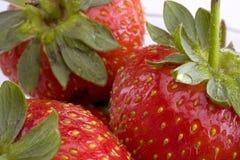 Nahaufnahme der Erdbeeren in der Glasschüssel Stockbild
