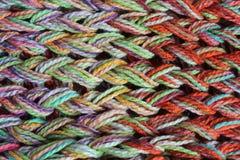 Nahaufnahme der farbigen gestrickten Wollbeschaffenheit Lizenzfreies Stockbild