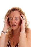 Nahaufnahme der Frau mit Kopfschmerzen Stockbild