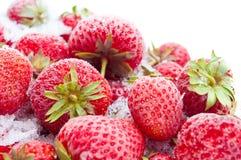 Nahaufnahme der gefrorenen Erdbeeren Stockfoto