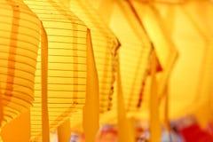 Nahaufnahme der gelben Papierlaternen Lizenzfreie Stockfotos