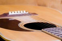 Nahaufnahme der Gitarrenzeichenketten Stockbild