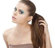 Nahaufnahme der jungen Frau mit dem schönen Haar. Lizenzfreies Stockfoto