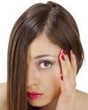 Nahaufnahme der jungen Frau mit dem schönen Haar. Lizenzfreies Stockbild