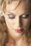 Nahaufnahme der jungen Frau mit geschlossenen Augen Lizenzfreie Stockfotografie
