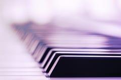 Nahaufnahme der Klaviertasten Stockbilder