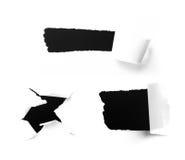 Nahaufnahme der Löcher einer Dunkelheit auf Weißbuch lizenzfreie stockfotografie