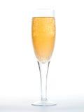 Nahaufnahme der Luftblasen in einem Glas Champagner Stockfotografie