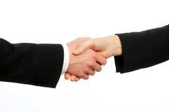 Nahaufnahme der männlichen und weiblichen Leitprogramme, die Hände auf Abkommen rütteln stockfotos