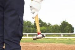 Nahaufnahme der menschlichen Hand Hammer halten Lizenzfreies Stockbild