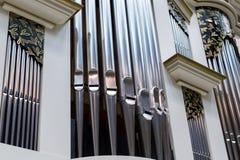 Nahaufnahme der modernen Stahlorgelpfeife Lizenzfreie Stockfotografie