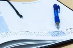 Nahaufnahme der Molkereiseite mit Stift lizenzfreie stockfotos