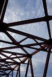Nahaufnahme der Multispan-Platten-Ich-Strahln-Balkenbrücke Lizenzfreie Stockfotografie