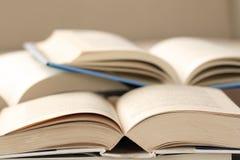 Nahaufnahme der offenen Bücher Stockfotografie