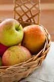 Nahaufnahme der reifen Äpfel Stockbild