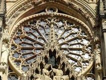 Nahaufnahme der Rosette der Kathedrale von Reims in Frankreich Stockfoto