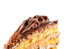 Nahaufnahme der Scheibe des geschmackvollen Schokoladenkuchens Lizenzfreies Stockbild