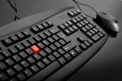 Nahaufnahme der schwarzen Tastatur mit Maus Stockfotografie