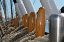 Nahaufnahme der Segelschiffausrüstung stockfoto