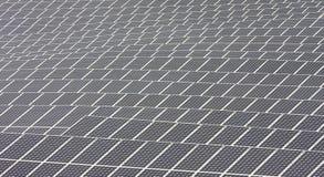 Nahaufnahme der Sonnenkollektoren in Andalusien nahe Nijar Stockbild