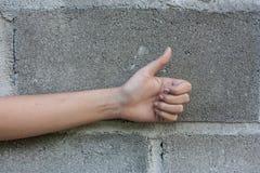 Nahaufnahme der weiblichen linken Hand Stockbild