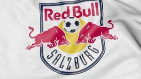 Nahaufnahme der wellenartig bewegenden Flagge mit FC- Red Bull Salzburgfußball-Vereinlogo, Wiedergabe 3D Stockbilder