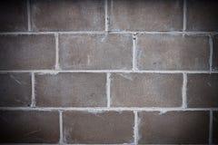 Nahaufnahme der Ziegelsteine in der dunklen Wand Stockfoto