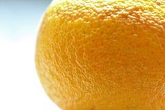Nahaufnahme des Äußeren von einem Orange, füllend herauf die meisten des Rahmens Lizenzfreies Stockfoto