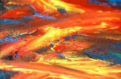 Nahaufnahme des abstrakten Ölgemäldes von Orange und von Blauem auf Segeltuch, Hintergrund von Farben, Unschärfen, Feuer, vulkani stockfoto