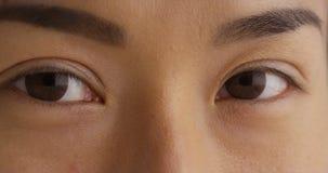 Nahaufnahme des Auges der einzelnen japanischen Frau Stockfotografie