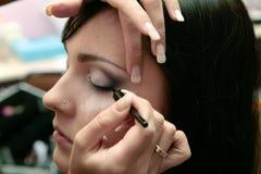Nahaufnahme des Auges der Frau mit Augenschminke lizenzfreie stockbilder