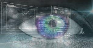 Nahaufnahme des Auges mit futuristischer Schnittstelle Stockfotos