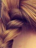 Nahaufnahme des blonden umsponnenen Haares der Frau Lizenzfreie Stockfotos