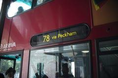 Nahaufnahme des Bus-Zeichens Stockfoto