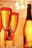 Nahaufnahme des Champagners und des Leuchters. Stockfotografie
