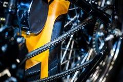 Nahaufnahme des Details eine Motorradrückseitenkette Stockfotos