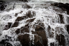 Nahaufnahme des fallenden Wassers Stockbilder
