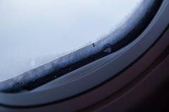 Nahaufnahme des Fensters im Frost stockbild