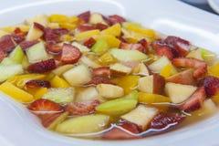 Nahaufnahme des frischen Fruchtsalates Stockfotos