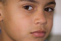 Nahaufnahme des Gesichtes des Bi-Racial Jungen Lizenzfreie Stockfotos