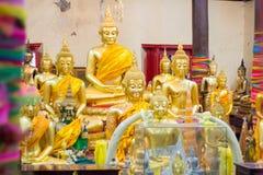 Nahaufnahme des Gesichtes und der Hände Buddha-` s Bildes Stockfoto