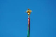 Nahaufnahme des goldenen geflügelten Löwes, Symbol von Venedig, auf einen Pfosten im Marktplatz San Marco in Venedig Lizenzfreie Stockfotos