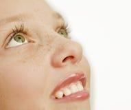 Nahaufnahme des Mädchens mit Freckles auf ihrem Gesicht Stockfotos